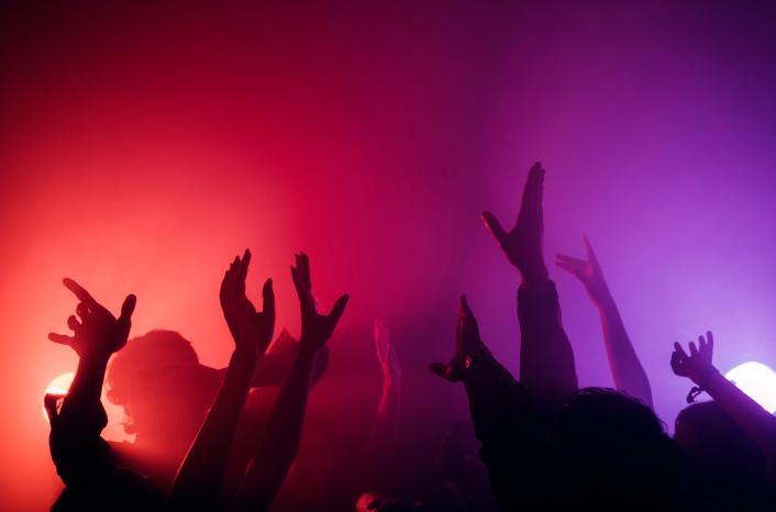 Como o SMS pode aumentar o público da minha casa de festas?