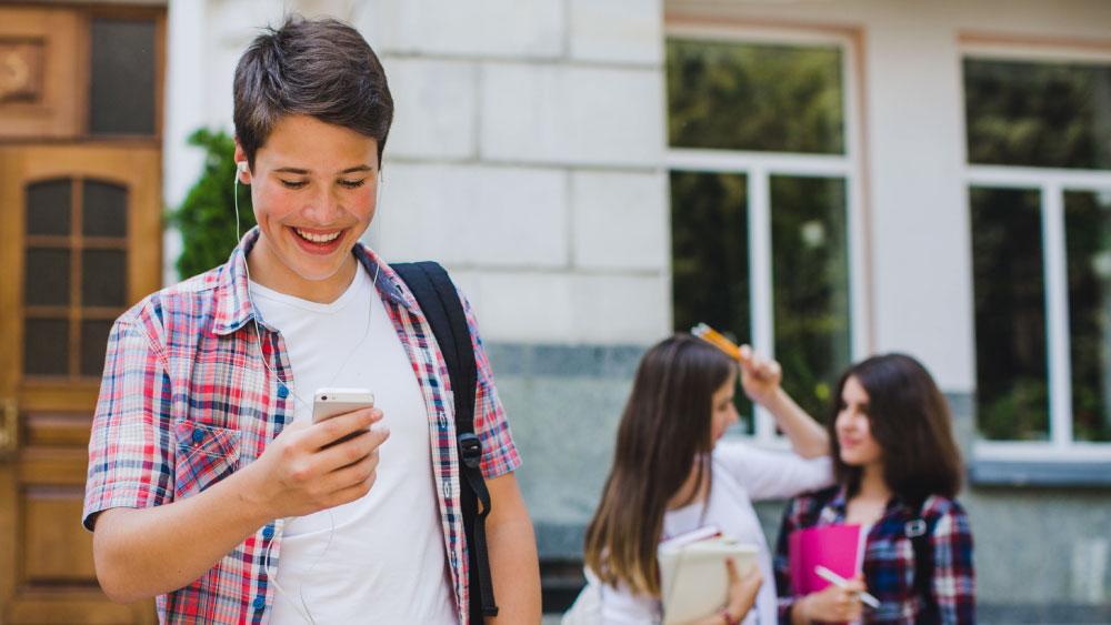 Volta às aulas: como utilizar o SMS para se comunicar com seus alunos durante o ano letivo